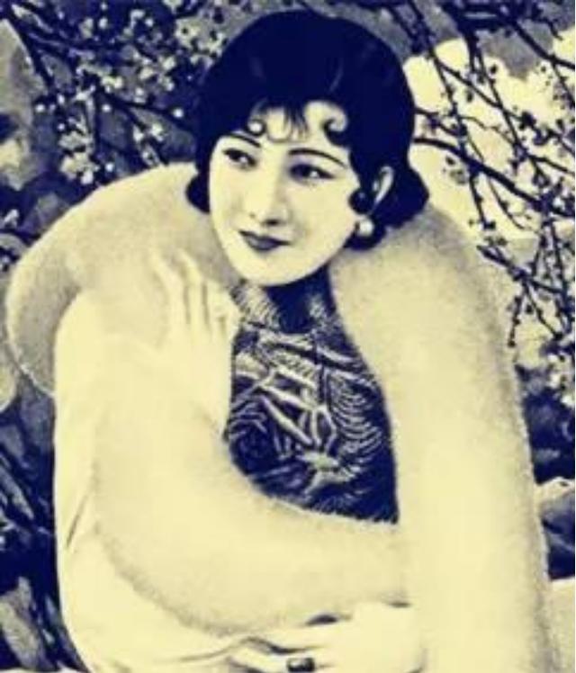 她是美丽牌香烟的代言人,花甲之年遭人调戏,后因此事惨遭毒手